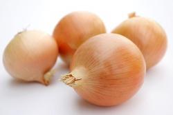 想降胆固醇 常吃黄瓜和洋葱