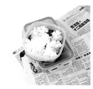 吃饭别在桌上垫报纸 含重金属