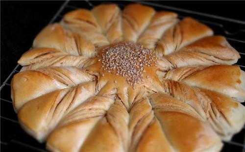【2020】扭纹花式面包的做法