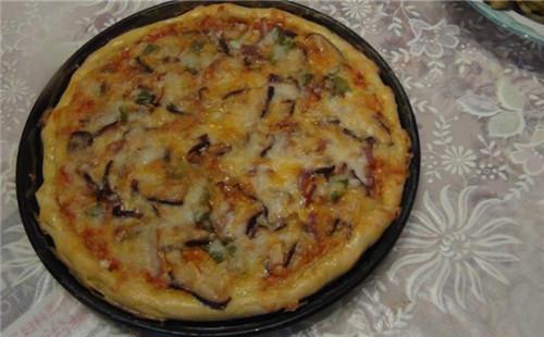 香菇鸡肉披萨的做法
