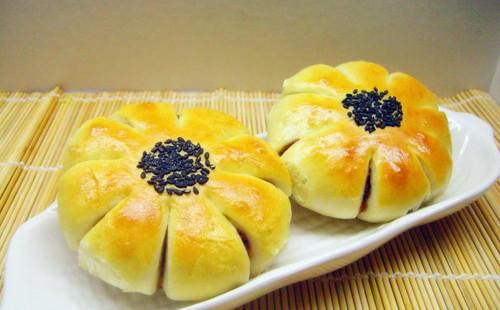 【2020】豆沙花朵面包的做法