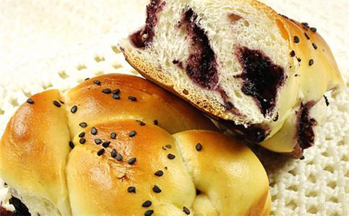 【2020】桑葚果酱辫子面包的做法