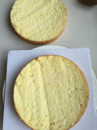 水果奶油裱花蛋糕的做法步骤:2